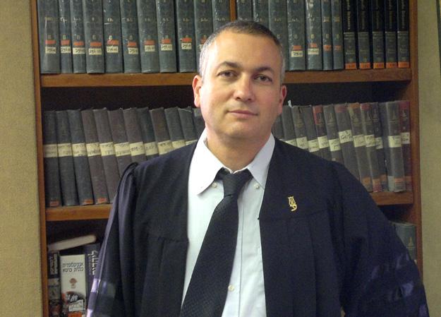 המשפט בקיבוץ- מעבר ממשפט משפחתי לציבורי